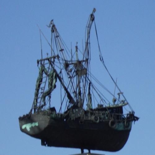 shrimp-monument-crop
