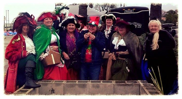 group-o-wenches-tree-lighting-2013